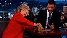 为竞选希拉里拼了 徒手开罐头证明身体健康