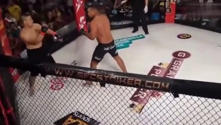 KO对手后还不放过 拳手暴躁引混乱场面