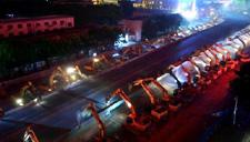 现场:68台挖掘机齐上阵 立交桥一晚被拆净