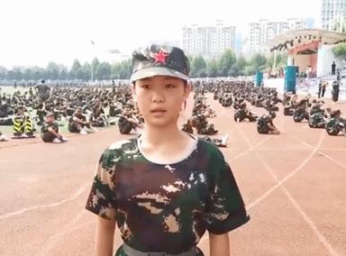 12岁女孩军训走出阅兵式步伐