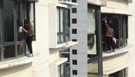 外国大妈无防护高楼外擦窗