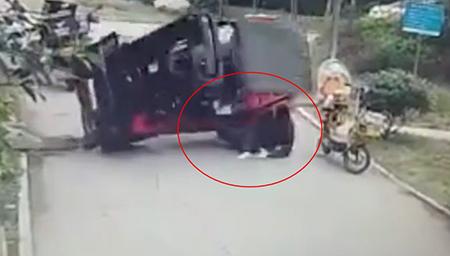 监拍司机未系安全带遭自家叉车重重砸下