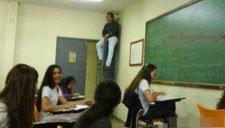 课堂上的爆笑恶搞 韩国学生都这样捉弄老师吗
