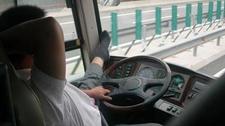 奇葩司机在高速路上做体操 遭交警处罚