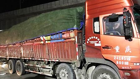 重庆男子约顺风车 没想竟来了辆大货车