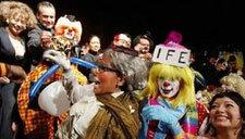 墨西哥:500名小丑集体大笑祝福世界