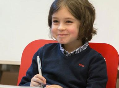 比利时一名小男孩9岁读完大学