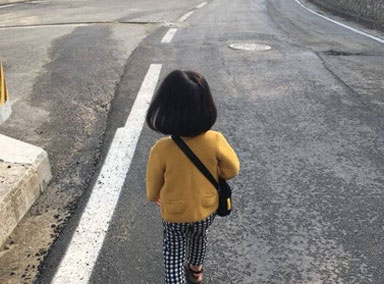 萌娃自导自演被奶爸训斥场景