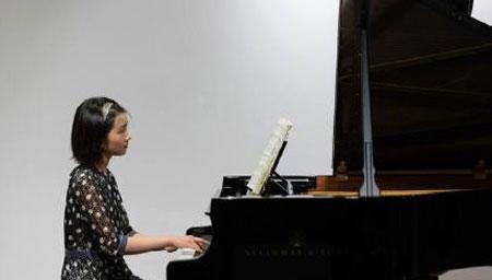 黄磊分享多多弹钢琴照