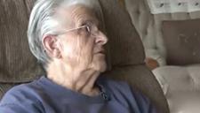 87岁老太坚持三十七年 成最长救护车驾驶员