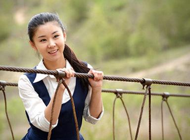她是冯巩女儿,16岁出道就爆红,至今零绯闻