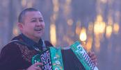 28年收藏1200台手风琴,建成500平博物馆,这个新疆大叔的故事让人动容
