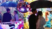 向佐郭碧婷游乐园约会狂撒糖,雨中共撑一把伞超浪漫