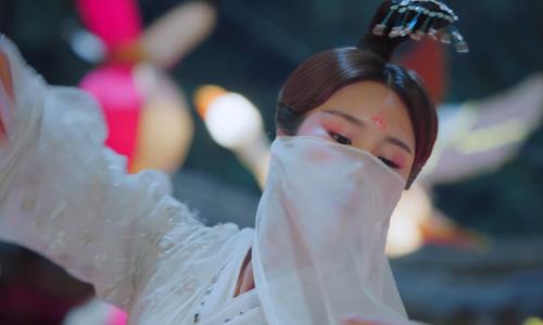 《小女花不弃》第11集精彩看点:柳青芜花灯一舞勾起七王爷回忆