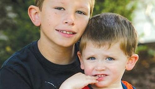10岁男孩模仿《末日崩塌》心肺复苏术,救活弟弟,巨石强森点赞!