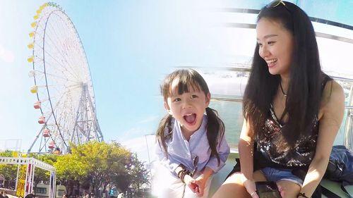 中国萌宝无所畏惧!挑战37层楼高的天保山摩天轮