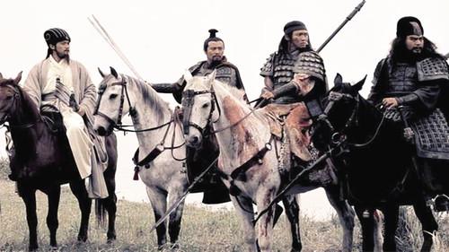 这个人在三国里勇猛无比,但是,曹操、刘备都看不上,死的太鲁莽