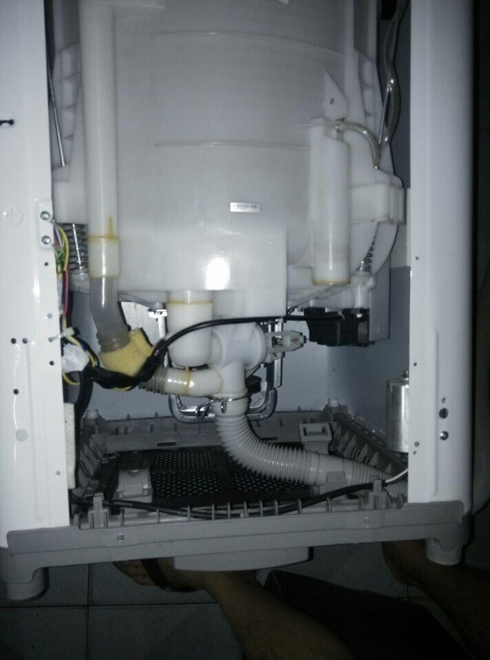 海尔洗衣机 上面进水 排水管却出水图片