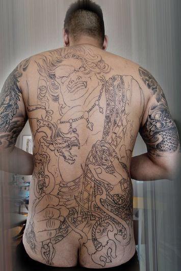 纹的一个不动明王的满背非常喜欢 有纹身界的大神能发个原图 或者手稿图片