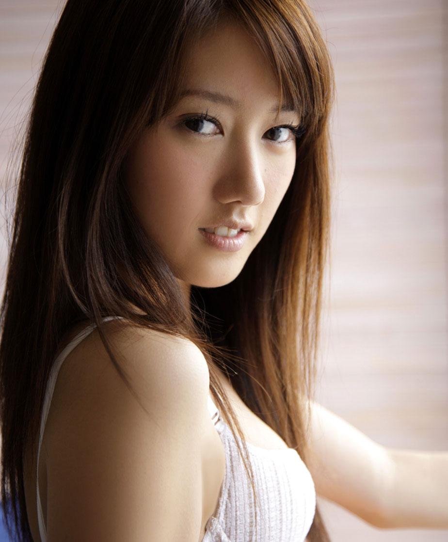 谁能告诉我这个美女是谁?