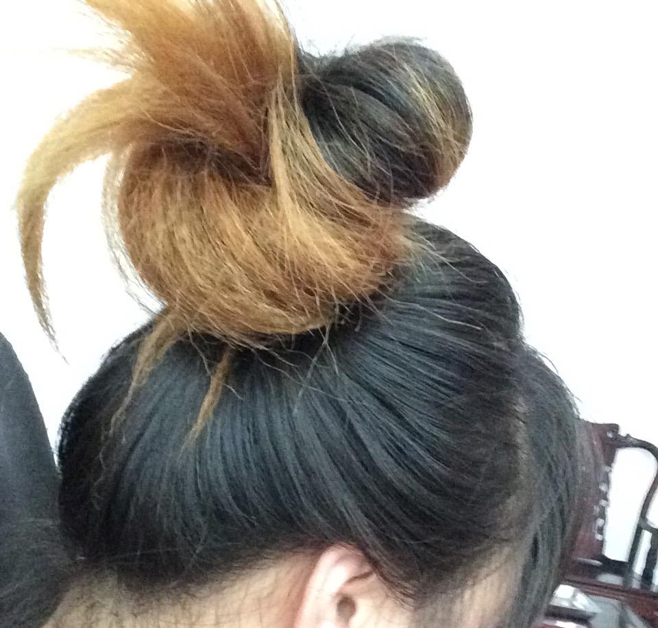 头发长出来后,上半截黑,下半截黄,该染什么颜色或者挑染什么颜色好?图片