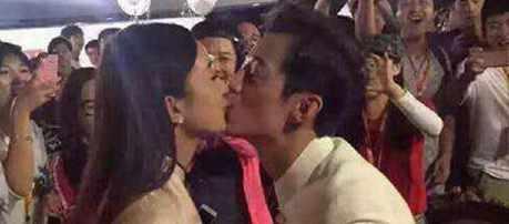 何炅和赵丽颖接吻的照片发过来图片