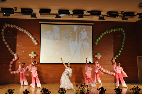 大学生迎新生晚会,怎样设计舞台背景?图片
