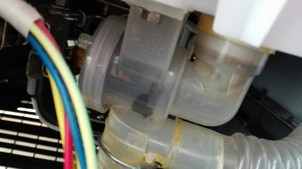 松下洗衣机排水阀 怎么拆?图片