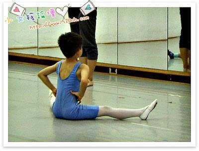 韩国丝袜写真叫什么网站_求图片:男孩穿白色连裤袜