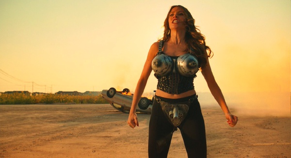 有一部外国电影其中一个女子用胸部打
