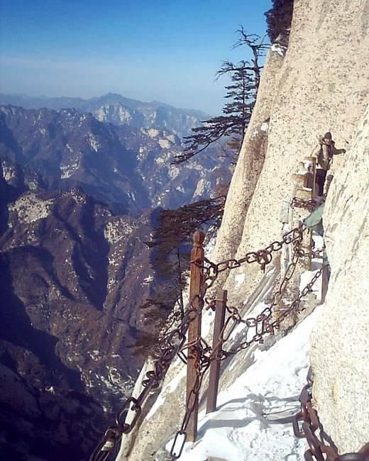 8 2007-04-18 华山看日出 7  登山服登山靴紧身衣.绳索.图片