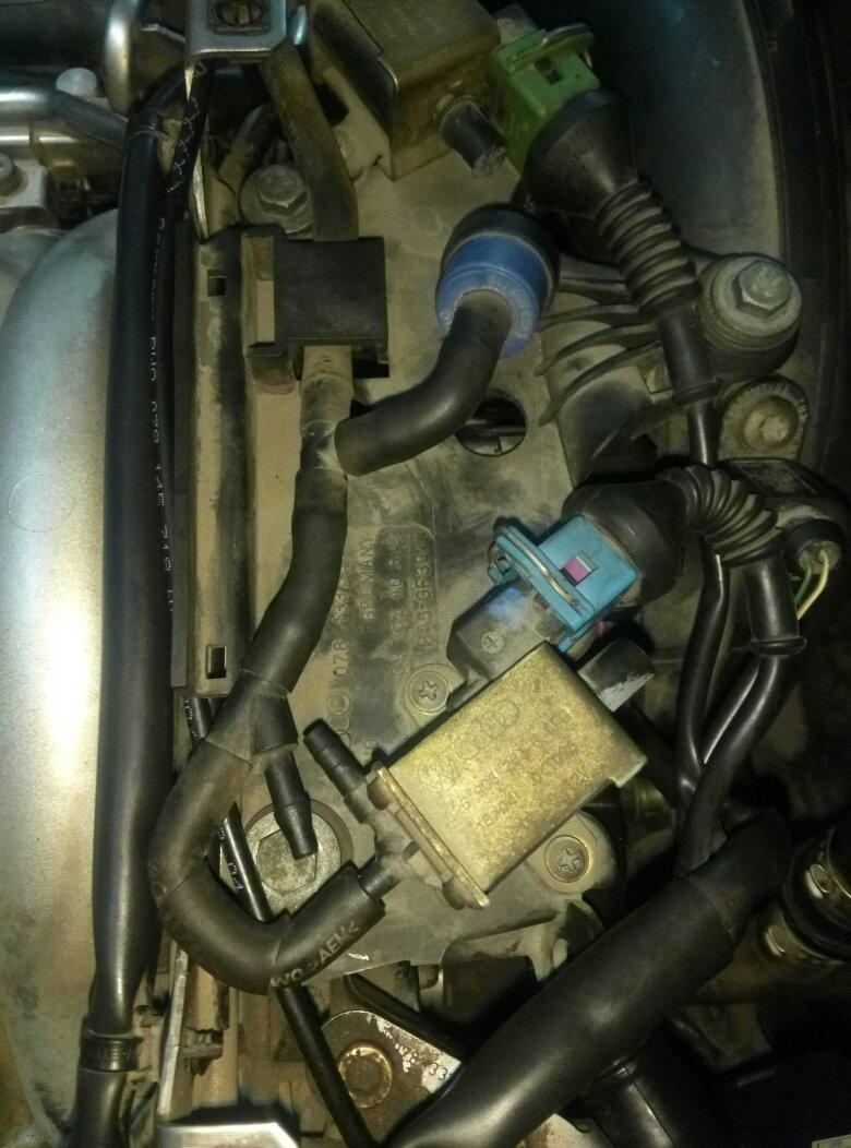 老奥迪a6进气支管上的真空管怎么插,带图图片
