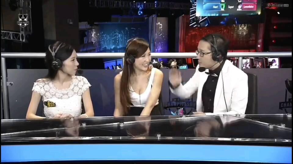 英雄联盟s4比赛中坐在这个台湾女解说旁边的女解说