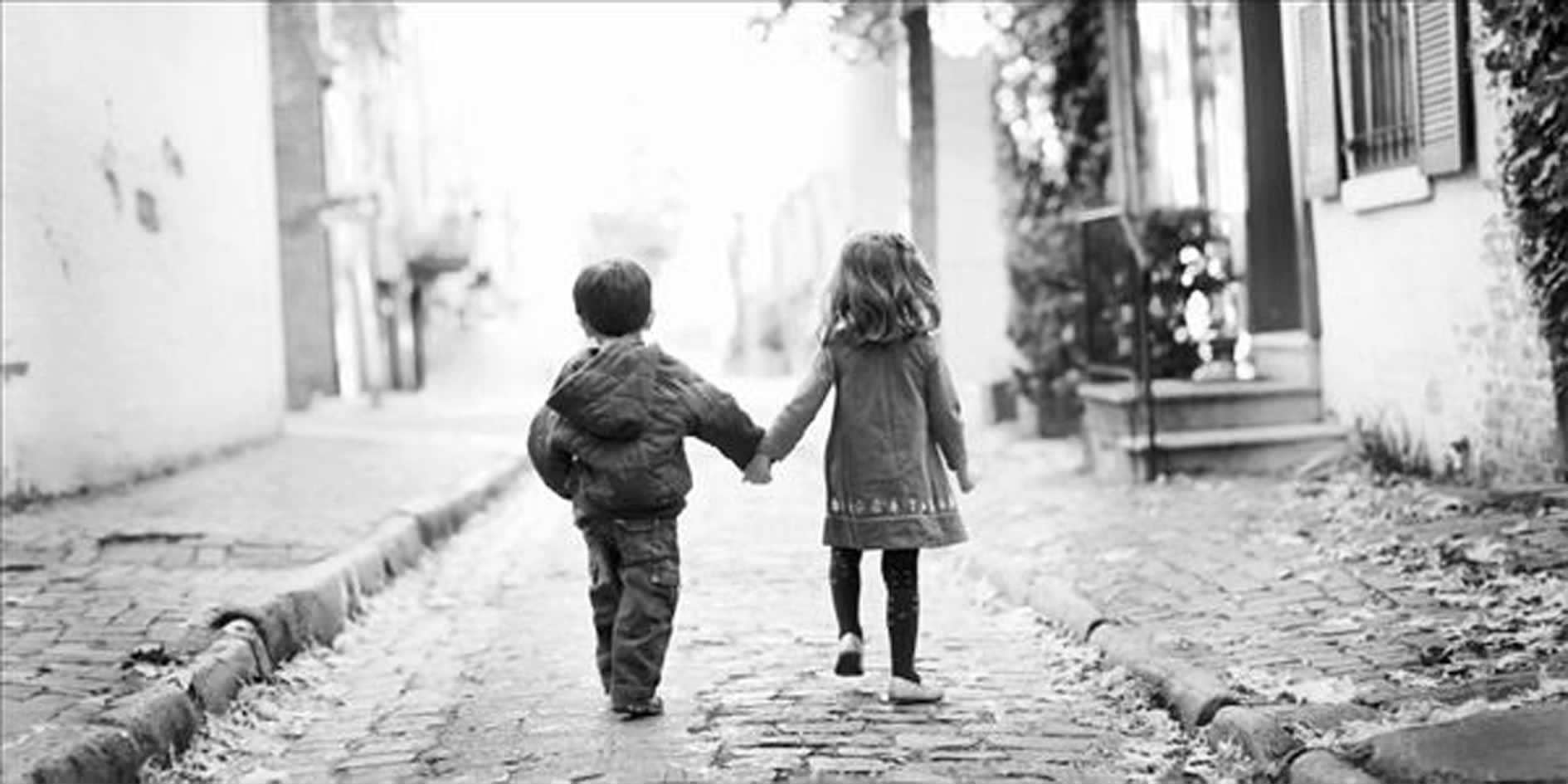 大家帮我找一下 一对情侣手牵手的图片,是只有个背影的,谢谢~.图片