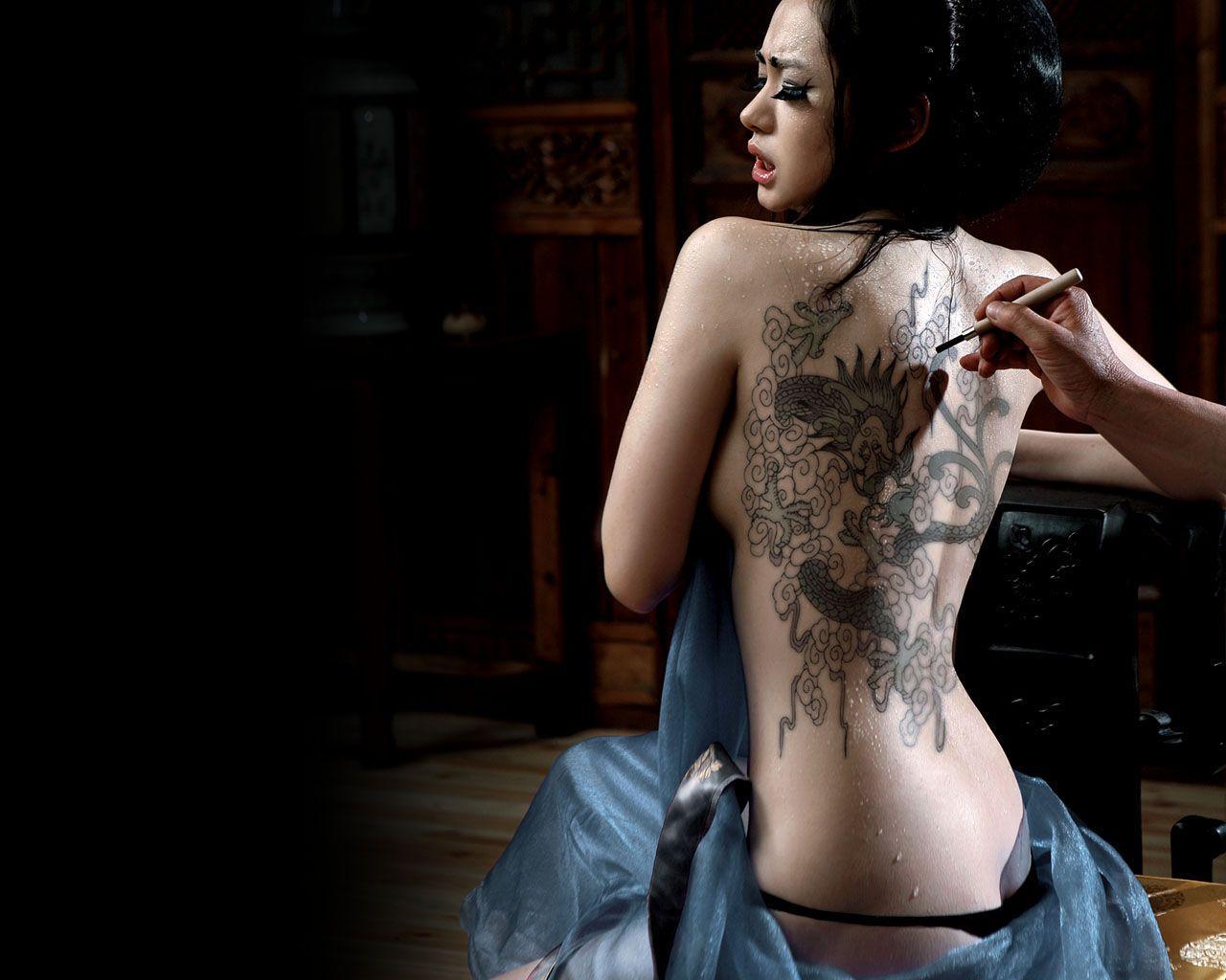 ... 薇在男人装里的纹身图片 1280x1024的 我邮箱4564560@qq.com