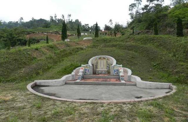 一座坟墓管十代,那我们如何选择阴宅风水?