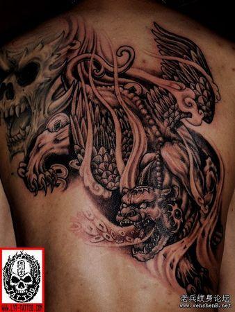 是纹身图案的,有大神能临募画出.图片