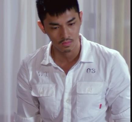 同问关楚耀 在电影 喜爱夜蒲2 中的 几件衬衫图片