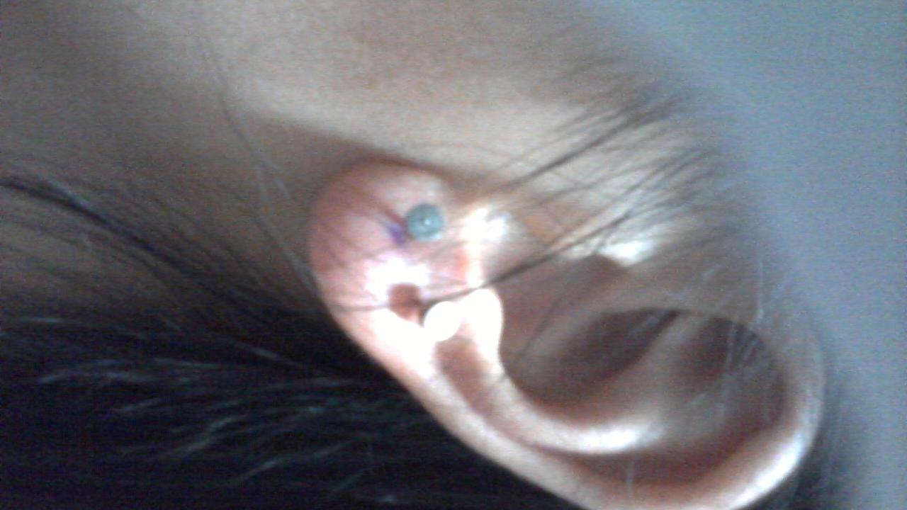 可以先从一点的耳环始戴