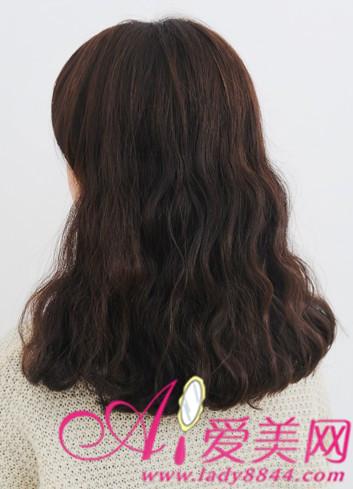 额头宽脸圆的女生发型 高额头宽脸女生发型 额头宽脸大的女生发型