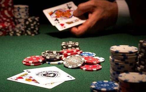《德州扑克》的组牌大小规则?