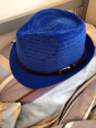 这个帽子配什么样式颜色的衣服图片