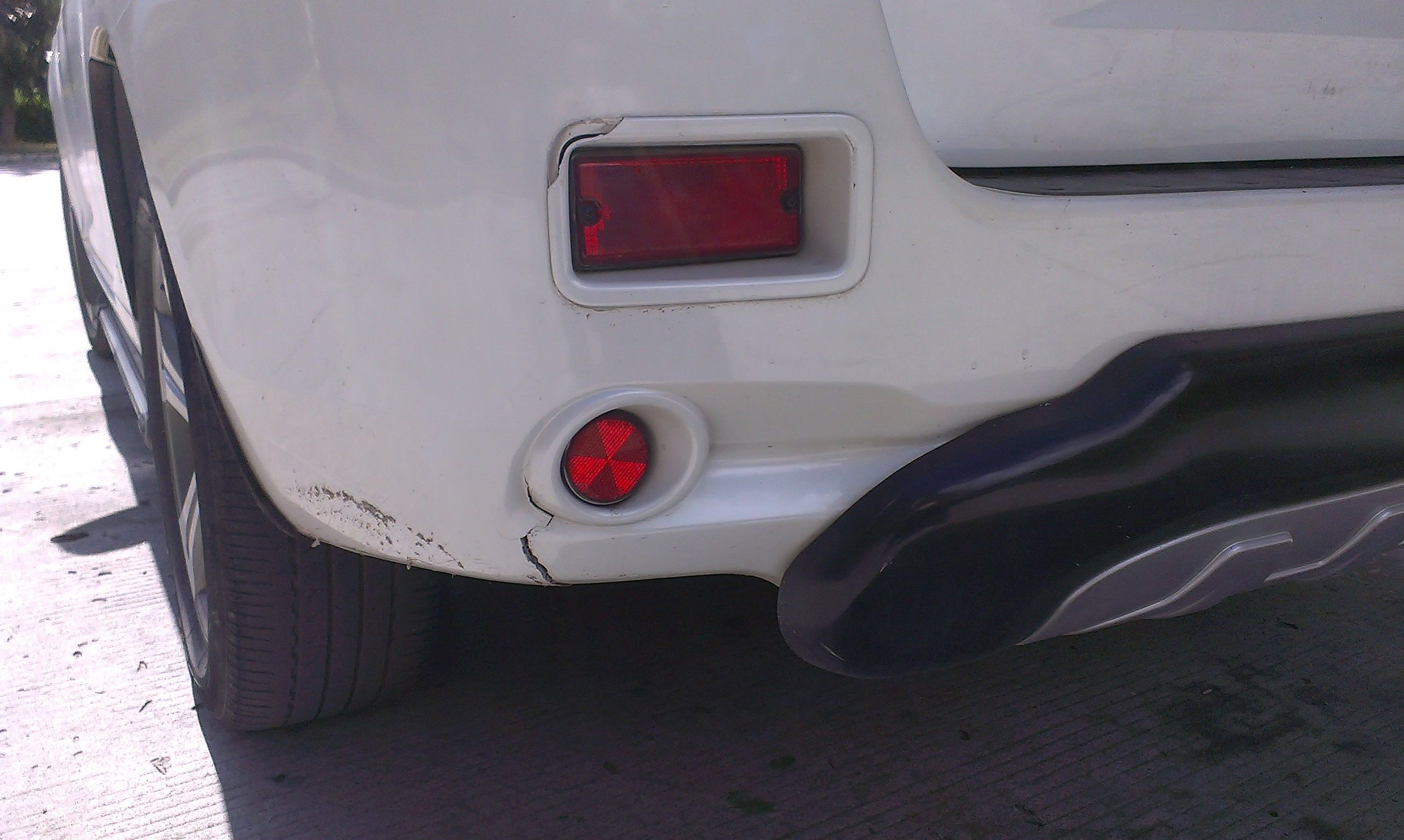 汽车单方事故 撞到墙上了 保险公司会赔偿吗 更换这些东西高清图片