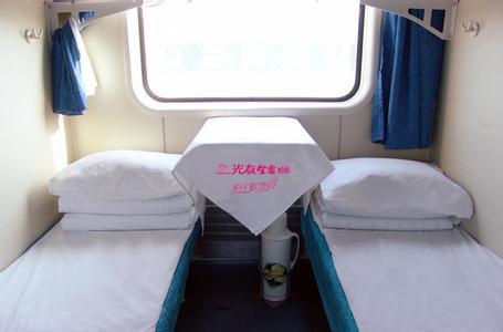 火车卧铺睡觉时,为什么建议头朝走廊?小习惯少吃亏呀