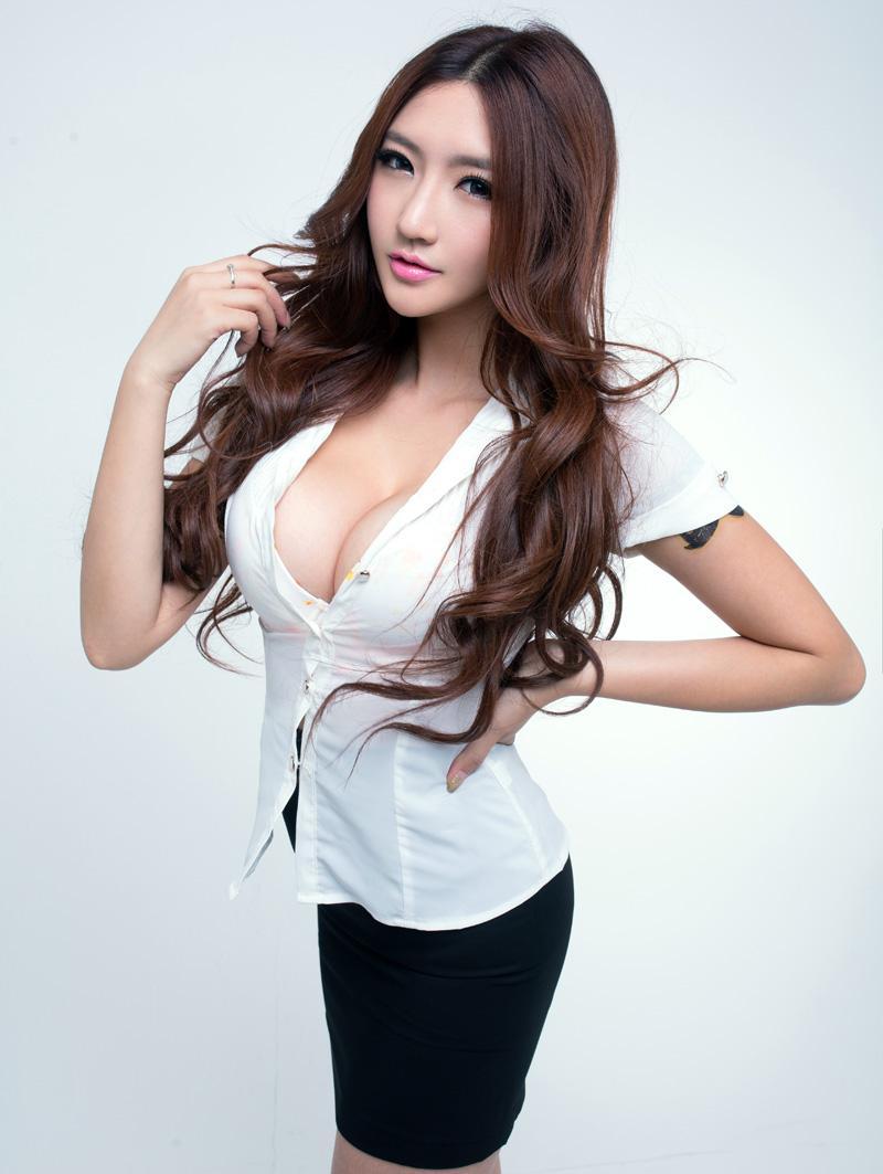 在uc浏览器上爱美女这个美女叫什么?