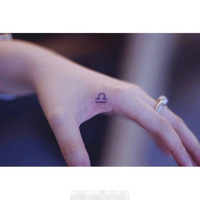 女生纹身纹锁骨纹什么图案好看 (男生能接受的范围内)图片