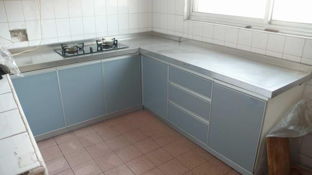 不锈钢台面配什么颜色橱柜最好
