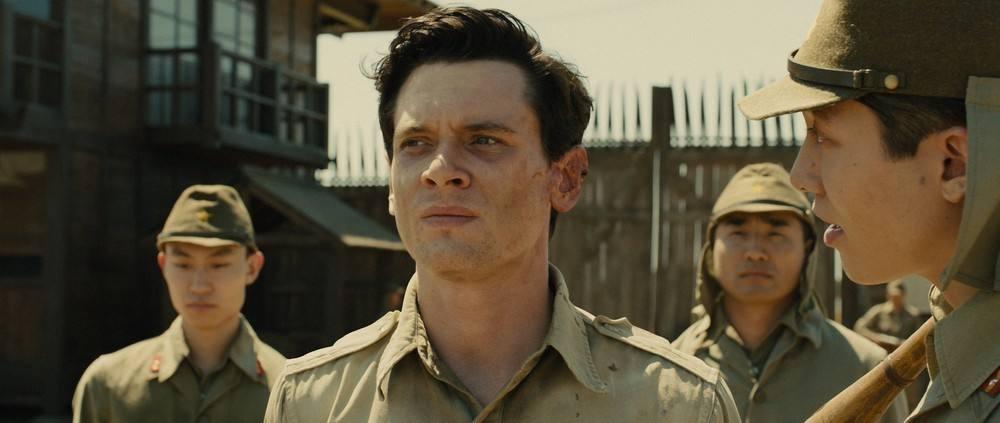 如何评价战争片《坚不可摧》?