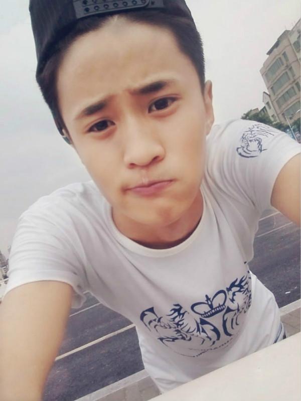 网络红人刘亦晨的发型怎么剪?_刘亦晨