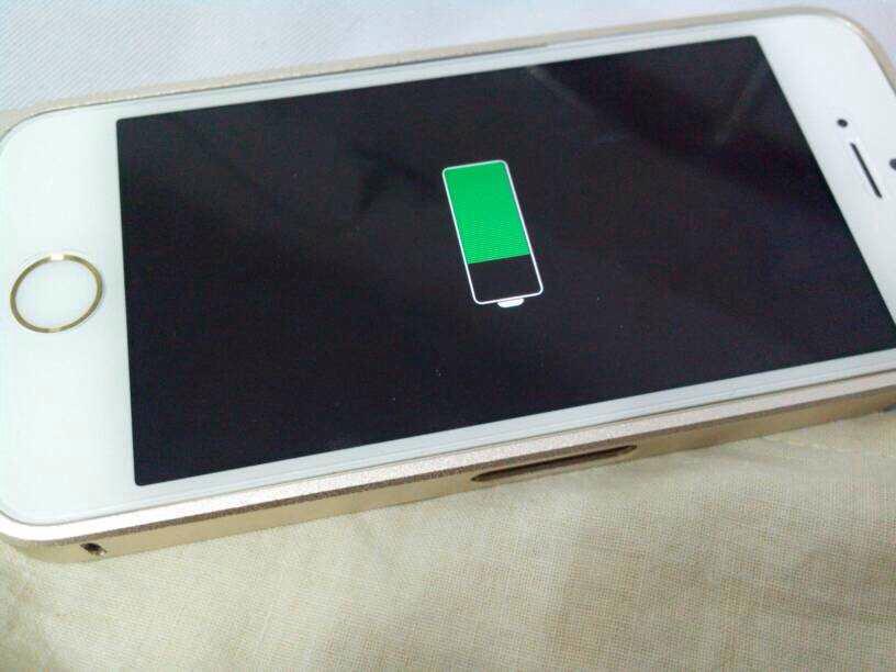 建议手机国行机不屏幕关机充电,因为苹果长期当指示灯亮着,虽然对淘宝手机壳店招图片